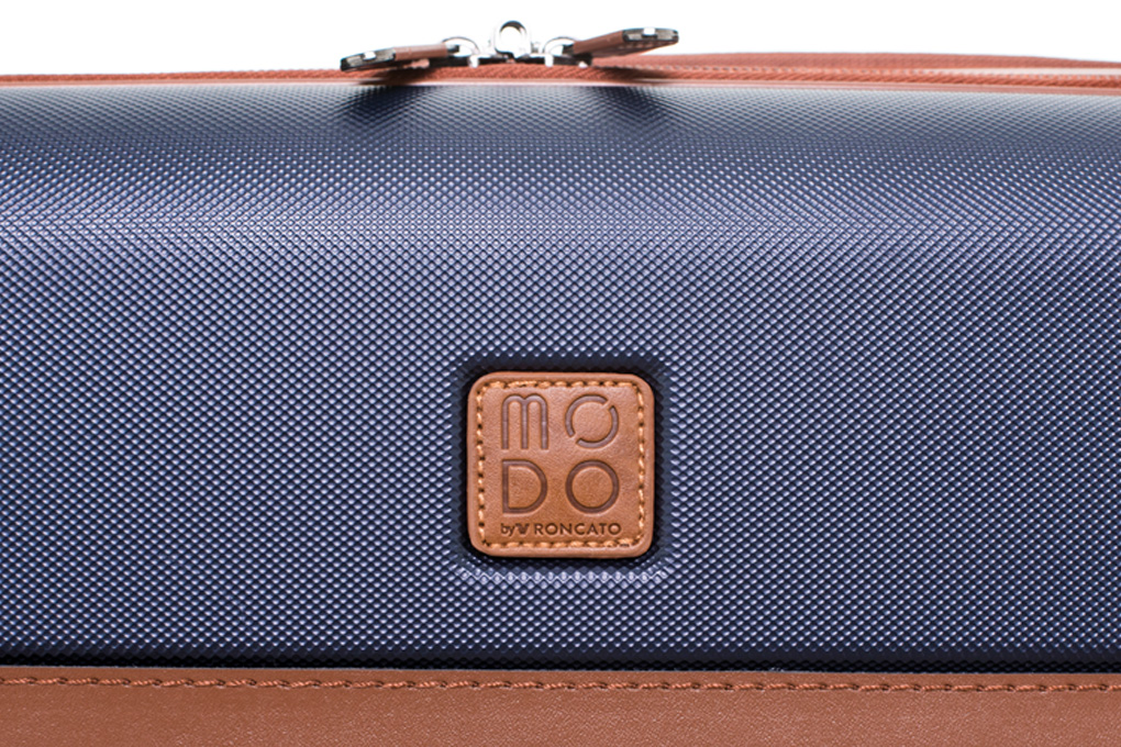 Vali Modo by Roncato Charm size S (20 inch) (WPC FRONT) - Dark Blue lớp vỏ